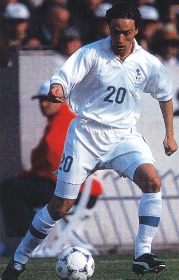 Italy-98-NIKE-away-kit-white-white-white.jpg