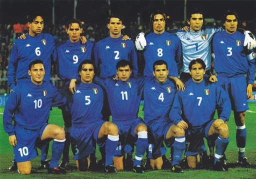 Italy-99-00-Kappa-home-kit-blue-blue-blue-line-up.jpg