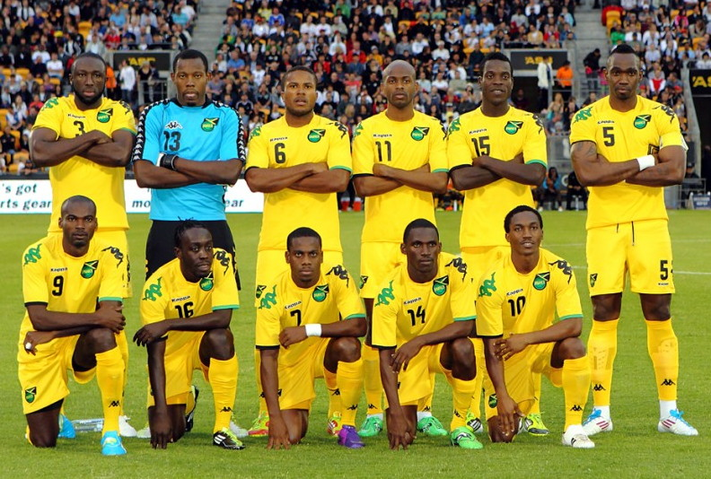 Jamaica-08-12-Kappa-home-kit-yellow-yellow-yellow-line-up.jpg