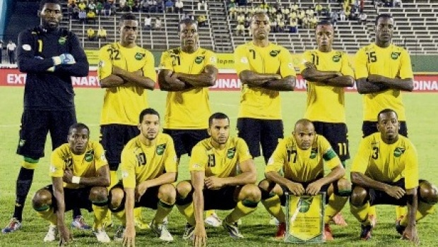 Jamaica-12-14-Kappa-home-kit-yellow-black-yellow-line-up.jpg