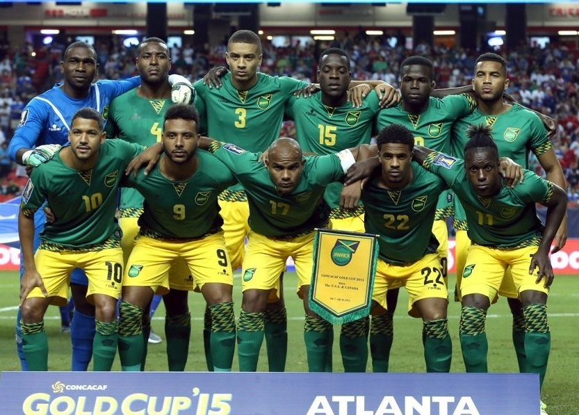 Jamaica-2015-romai-gold-cup-away-kit-green-yellow-green-line-up.jpg