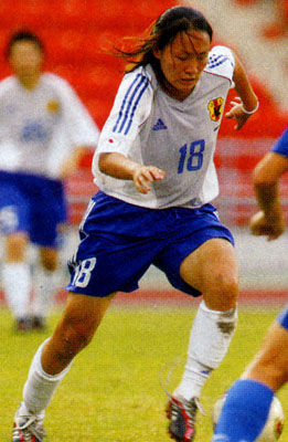 Japan-03-04-adidas-women-white-blue-white.JPG