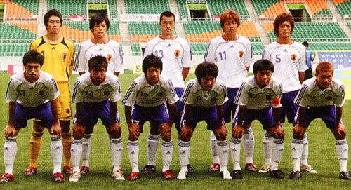 Japan-06-07-adidas-U19-away-white-blue-white-group.JPG