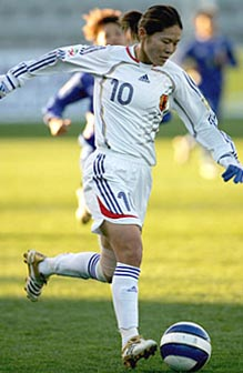 Japan-06-07-adidas-nadeshiko-away-kit-white-white-white.JPG