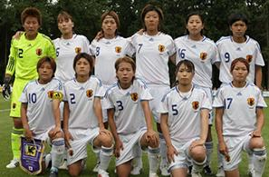 Japan-08-09-adidas-women-white-white-white-group.JPG