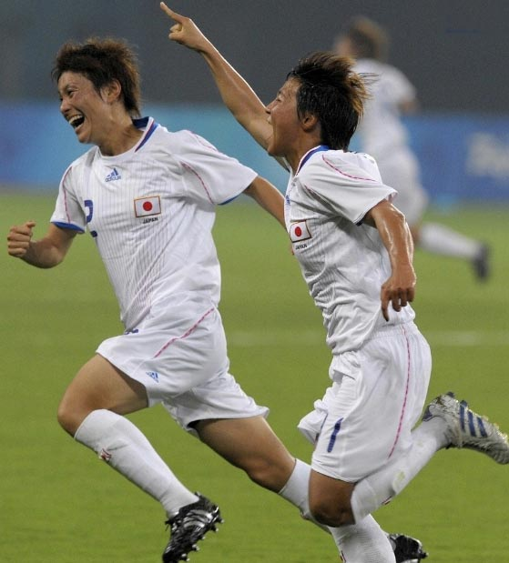 Japan-08-adidas-nadeshiko-away-kit-white-white-white.JPG