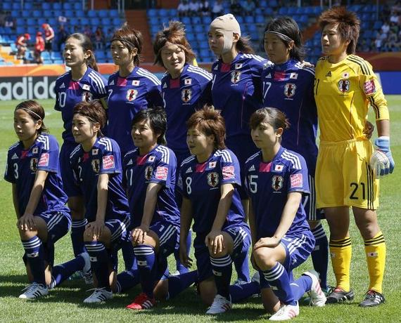 Japan-10-11-adidas-Nadeshiko-blue-blue-blue-line up.JPG
