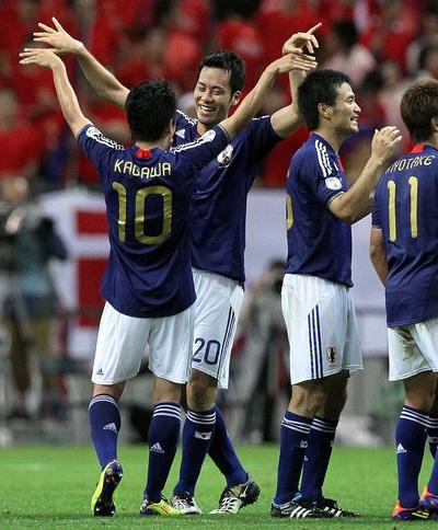Japan-10-11-adidas-gold-number-home-kit-blue-white-blue-back style.JPG