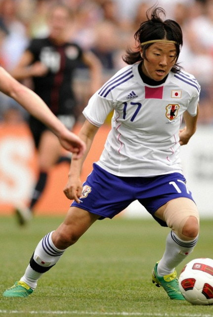 Japan-10-11-adidas-women-away-kit-white-blue-white.jpg