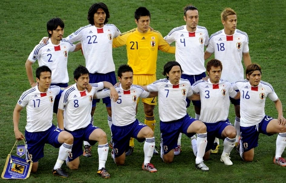 Japan-10-adidas-World Cup-away-kit-white-blue-white-pose.JPG
