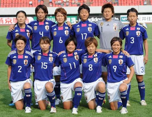 Japan-11-adidas-nadeshiko-world-cup-champion-badge-blue-white-blue-pose.jpg