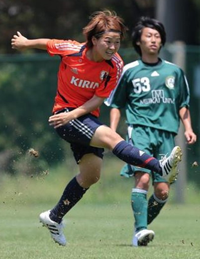 Japan-12-adidas-nadesiko-training-kit.jpg