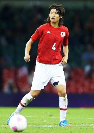 Japan-2012-adidas-nadeshiko-olympic-away-kit-red-white-white-Kumagai.jpg