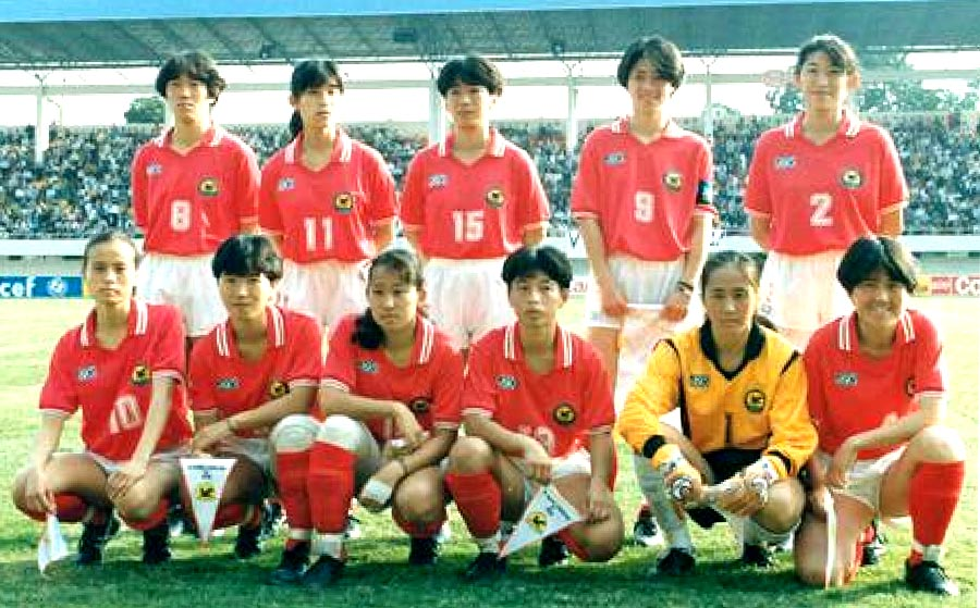 Japan-91-asics-women-home-kit-red-white-red-line up.JPG