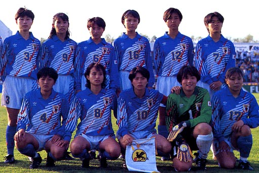 Japan-95-adidas-woman-blue-white-blue-group.JPG
