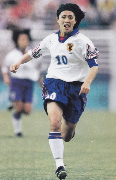 Japan-96-PUMA-women-away-kit-white-blue-white.jpg