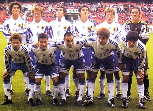 Japan-99-00-adidas-away-white-blue-white-group.JPG