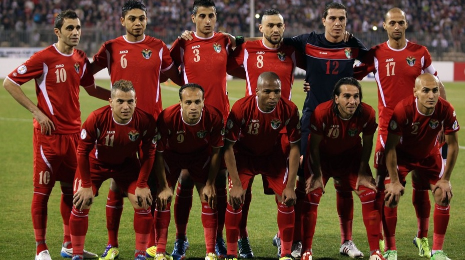 Jordan-12-13-JAKO-away-l-kit-red-red-red-line-up.jpg