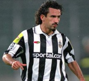 Juventus-00-01-lotto-yellow-tag-sportal.com-first-kit-stripe-black-black.jpg