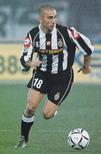 Juventus-02-03-lotto-first-kit-stripe-black-black-FASTWEB-Marco-Di-Vaio.jpg