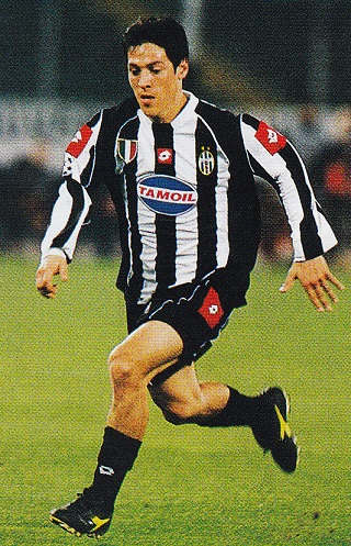 Juventus-02-03-lotto-first-kit-stripe-black-black-TAMOIL-Mauro-Camoranesi.jpg