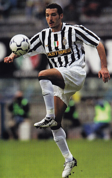 Juventus-03-04-NIKE-first-kit-stripe-white-white-Gianluca-Zambrotta.jpg