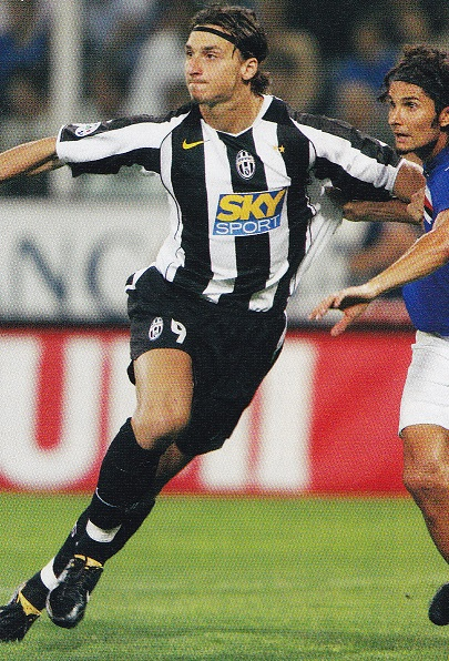 Juventus-04-05-NIKE-first-kit-stripe-black-black-Zlatan-Ibrahimovic.jpg