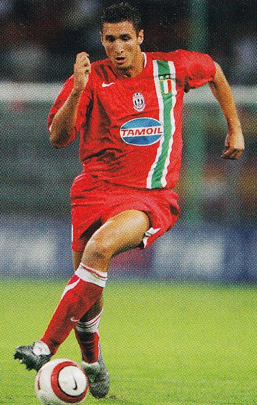 Juventus-05-06-NIKE-second-kit-red-red-red-Giorgio-Chiellini.jpg