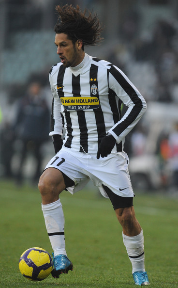 Juventus-09-10-NIKE-first-kit-stripe-white-white-Amauri.jpg