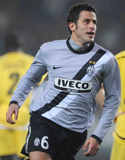 Juventus-09-10-NIKE-second-IVECO-kit-gray-black-black-Fabio-Grosso.jpg