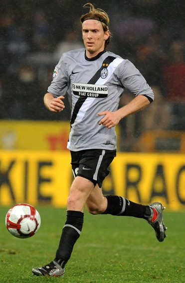 Juventus-09-10-NIKE-second-kit-gray-black-black-Cristian-Poulsen.jpg
