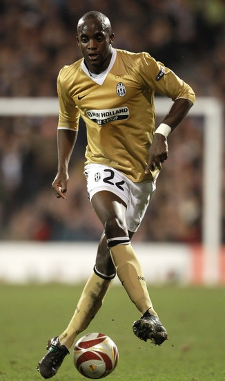 Juventus-09-10-NIKE-third-kit-gold-white-gold-Mohamed-Sissoko.jpg