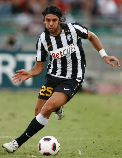 Juventus-10-11-NIKE-first-kit-stripe-black-black-Jorge-Martinez.jpg
