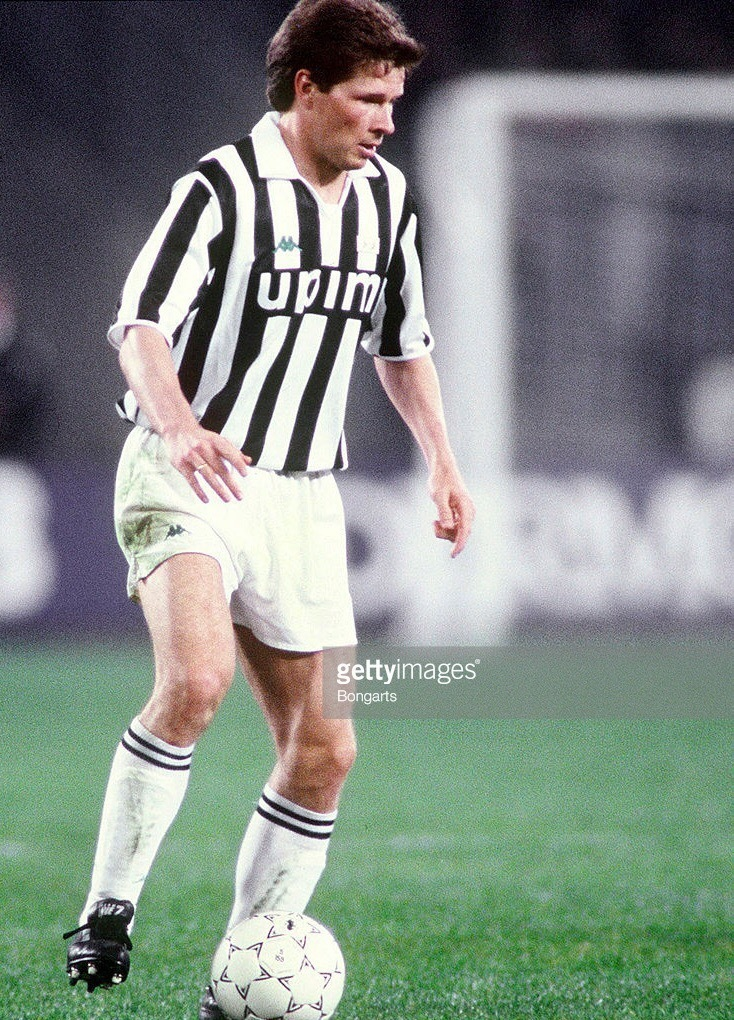Juventus-1991-92-Kappa-home-kit.jpg