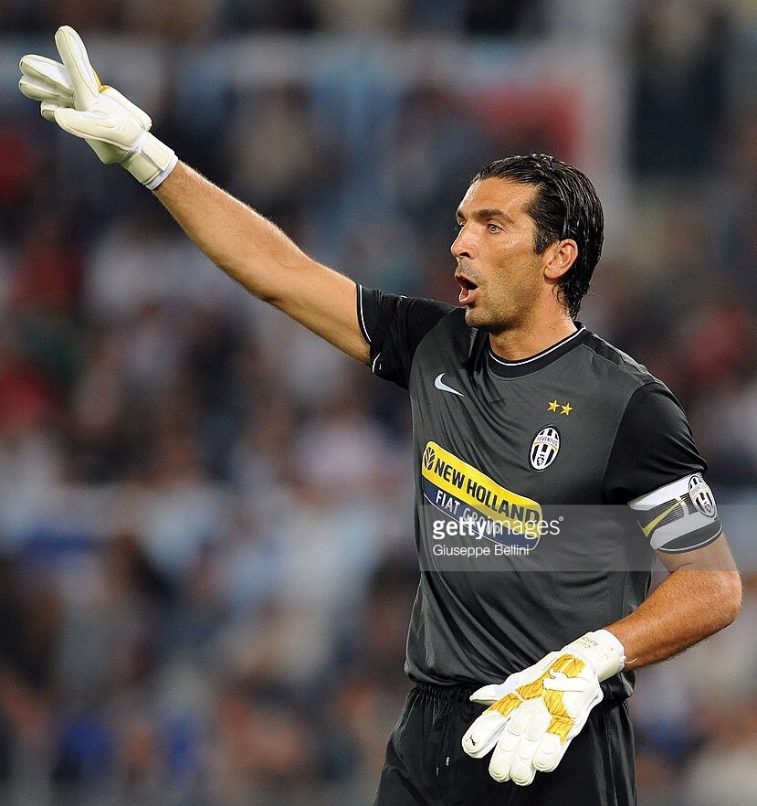 Juventus-2009-10-NIKE-GK-away-kit-Buffon.jpg