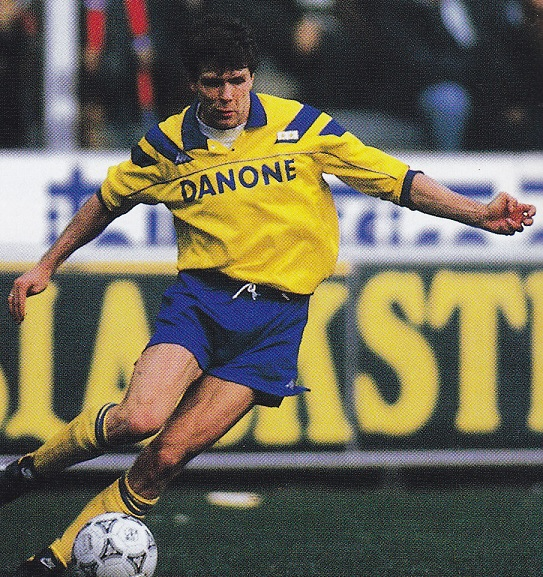 Juventus-93-94-Kappa-second-kit-yellow-blue-yellow-Andreas-Moller.jpg