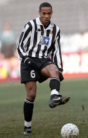 Juventus-98-99-Kappa-D+-first-kit-stripe-black-black-Thierry-Henry.jpg