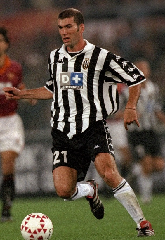Juventus-99-00-Kappa-first-kit-stripe-black-white-Zinedine-Zidane.jpg