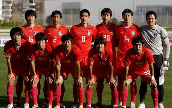 Korea Rep.-08-09-NIKE-uniform-red-red-red-group.JPG
