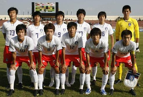 Korea Rep.-08-09-NIKE-uniform-white-red-white-group.JPG