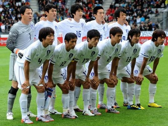 Korea Rep.-10-11-NIKE-away-kit-white-white-white-pose.jpg