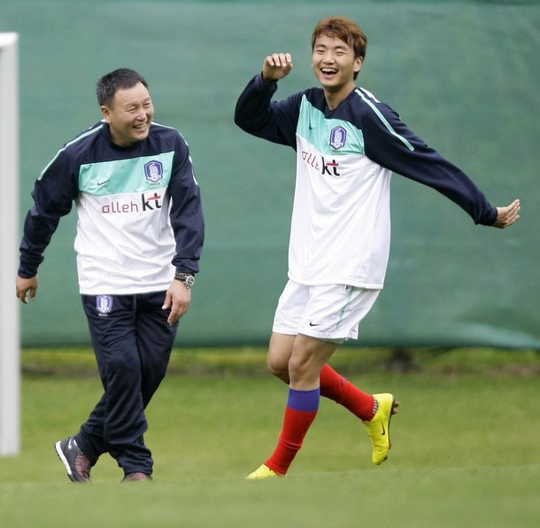 Korea Rep.-10-NIKE-training-white.jpg