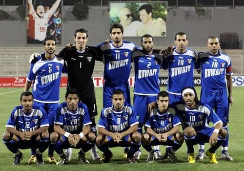 Kuwait-09-10-BURRDA-home-kit-blue-blue-blue-pose.JPG