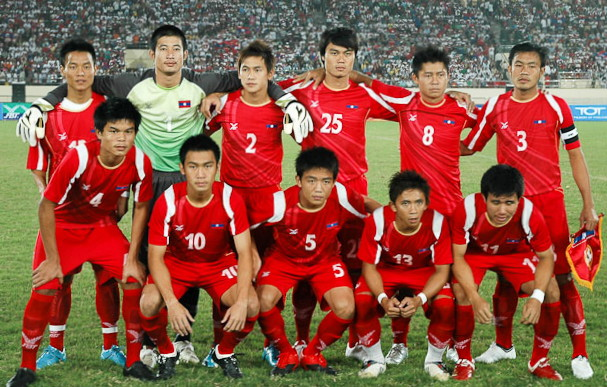 Laos-09-10-FBT-home-kit-red-red-red-line-up.jpg
