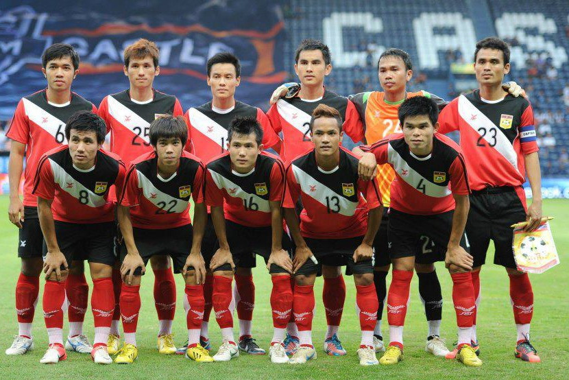 Laos-12-13-FBT-home-kit-red-black-red-line-up.jpg