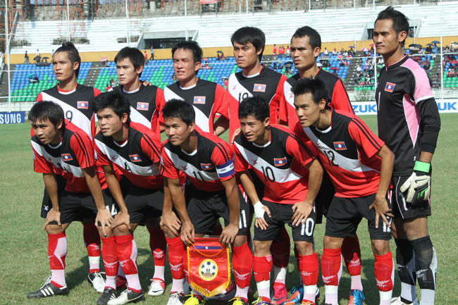 Laos-12-FBT-home-kit-red-black-red-line-up.jpg