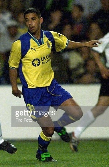 Las-Palmas-2000-01-PUMA-home-kit.jpg
