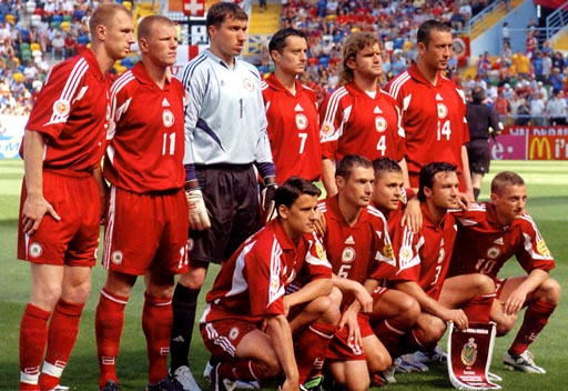 Latvia-04-05-adidas-uniform-red-red-red-group.JPG