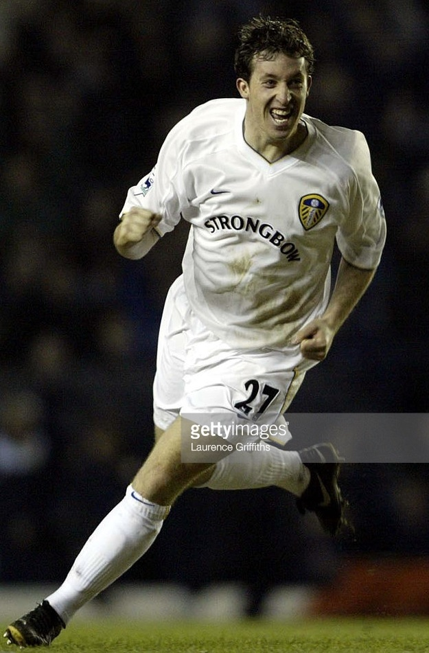 Leeds-United-2001-02-NIKE-home-kit.jpg