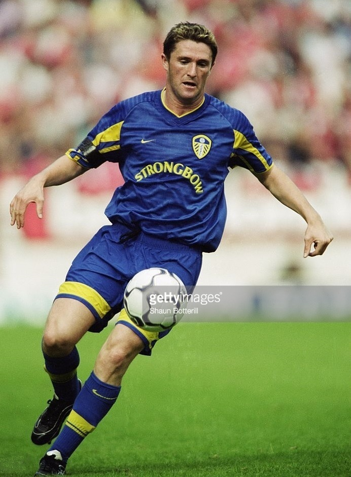 Leeds-United-2001-02-NIKE-third-kit.jpg
